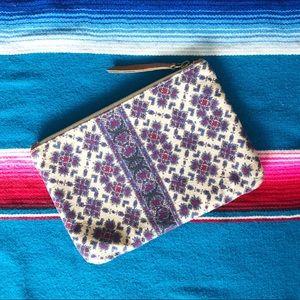 Brandy Melville zip pouch